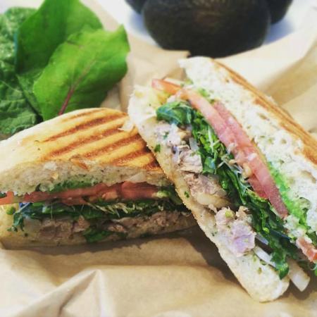 Lanikai, Hawaje: Ahi Sandwich