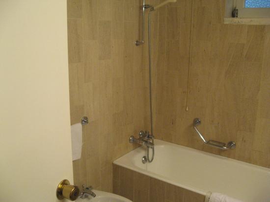 ทาเมนโกส, โปรตุเกส: łazienka w pokoju 102