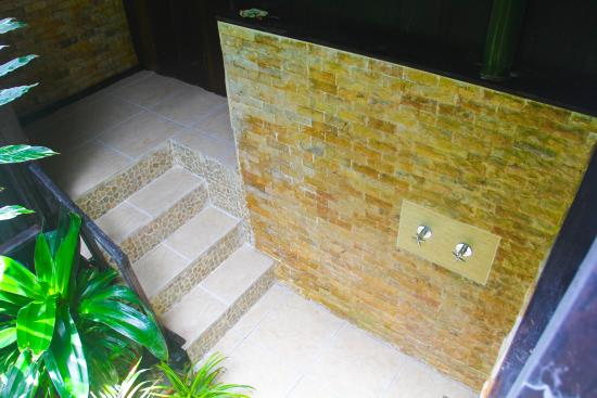 Red Frog Bungalows natural rock outdoor showers