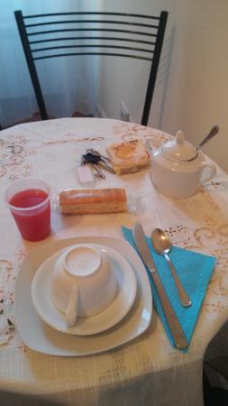 Domus Cestia: il tavolo per la colazione