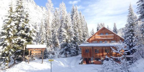 Entrance - Picture of MandlWand Lodge, Muhlbach am Hochkonig - Tripadvisor