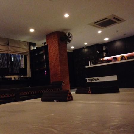 NapPark Hostel @ Khao San: common space.