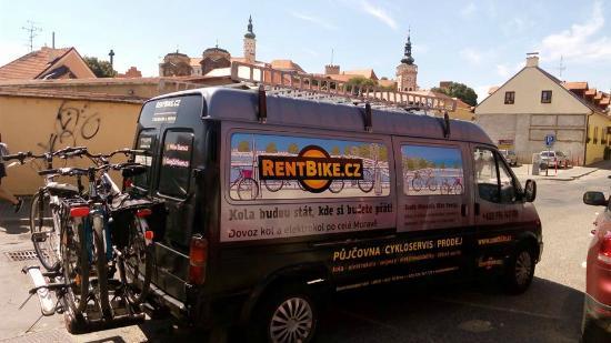 Brno, Tjekkiet: Rent Bike Expedition Car