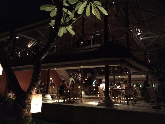 La Lucciola: Restaurant at night