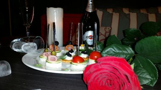 AfterEight Café & Pub