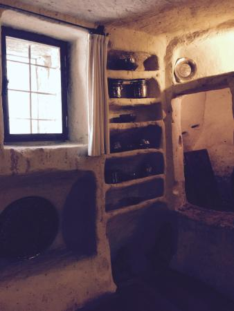 Esbelli Evi Cave Hotel: kitchen