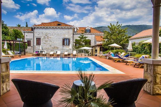 Hotel Kazbek: Pool area