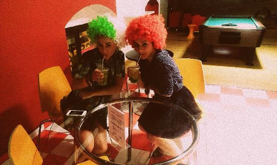 Red Nest Hostel: 80's party