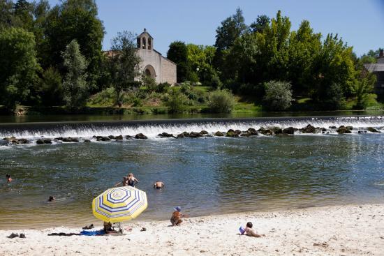 Camping Le Pressoir : rivière à proximité