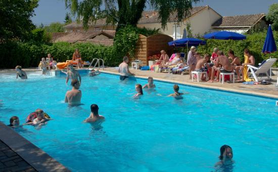 Camping Le Pressoir : piscine du camping