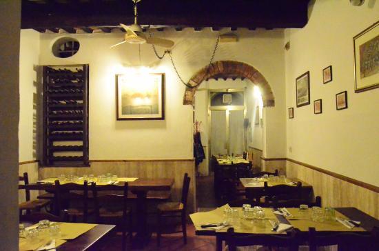 Il Locale Con I Tavoli Picture Of Osteria Del Gatto Siena