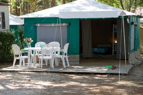 Camping Le Pressoir : bungalow