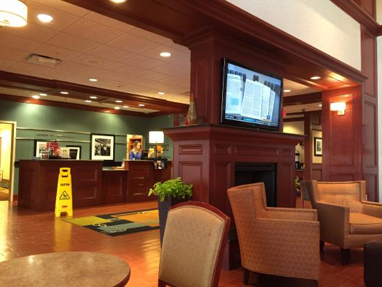 Lobby of the Hampton Inn & Suites Detroit/Chesterfield Township
