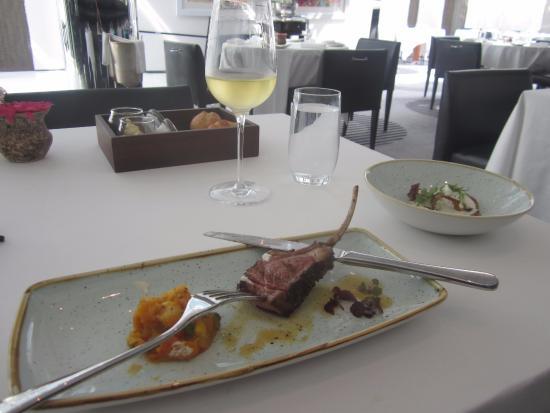 Table 9 restaurant friday brunch bild von hilton dubai for Table 9 dubai