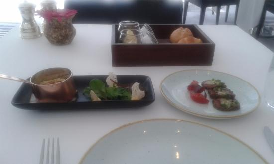 Table 9 restaurant friday brunch picture of hilton dubai for Table 9 dubai
