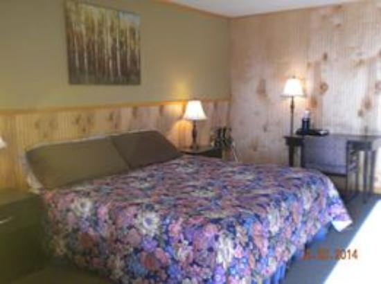 High Point Country Inn: Room with King Bed