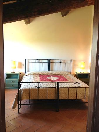 Fattoria Abbazia Monte Oliveto: L'Abbazia apartment - Double bedroom