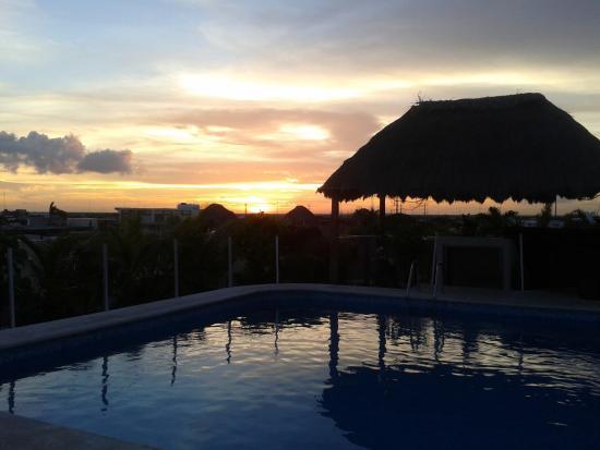 Encanto Riviera Apartments: Atardecer desde Encanto Riviera