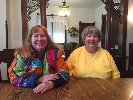 Spillville, IA: Nancy and Virginia