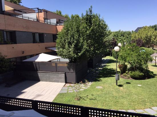 J Hotel Patio Room Review