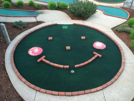 Goofy Golf : This place will leave a smile on your face too
