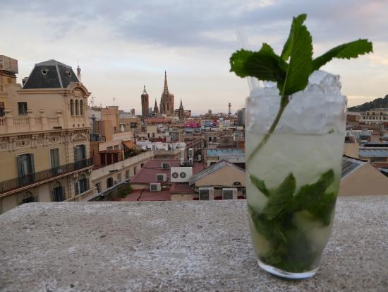 Hotel Ohla Barcelona: Mojito and an incredible view