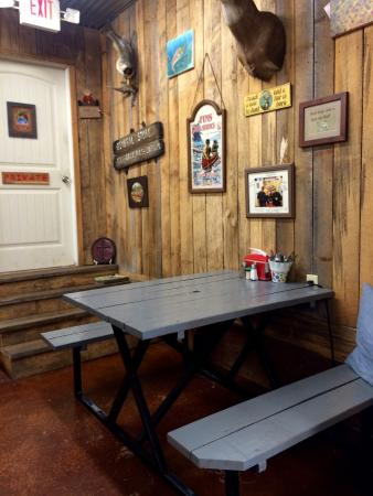 Norfork, AR: Heidi has a great seating arrangement - cozy and comfy