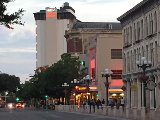 西側の部屋の夜景 Picture Of Hilton Palacio Del Rio San Antonio