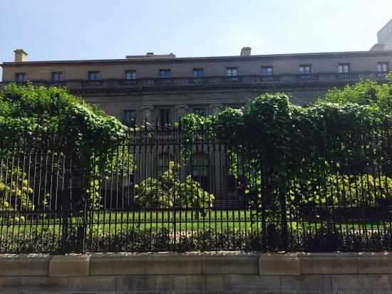 Magnifico jard n picture of frick collection new york for Jardin new york