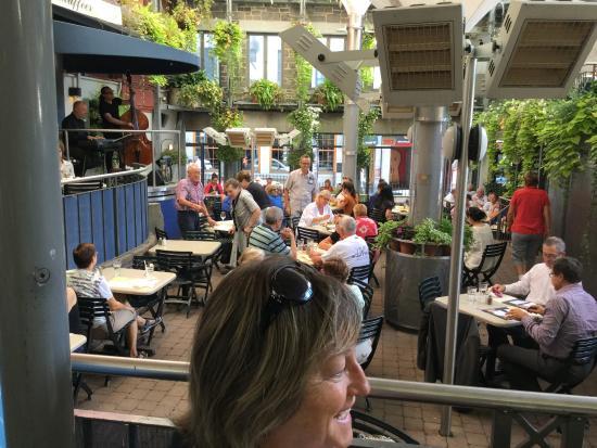 Vue terrasse picture of jardin nelson montreal for Restaurant jardin montreal