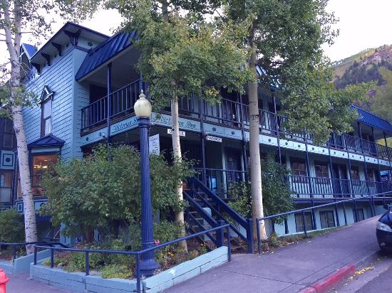 The Victorian Inn : exterior
