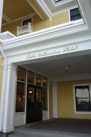 Lake Yellowstone Hotel Dining Room: Entrance Into The Hotel