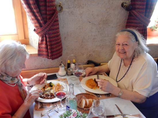 Auberge de la Reunion : Emincé de foie de veau au madère, roesti et légumes de saison. Délicieux !
