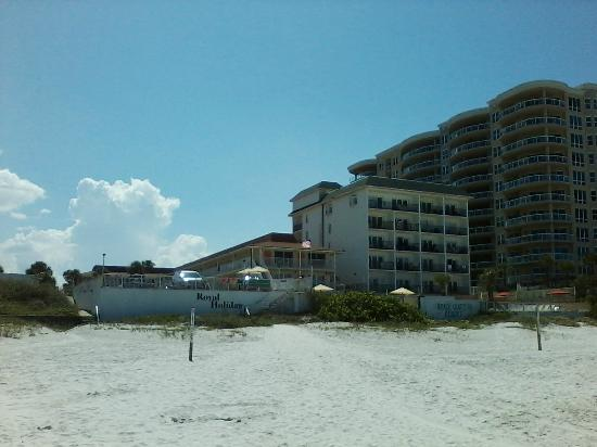 Royal Holiday Beach Motel: Royal Holiday from beach