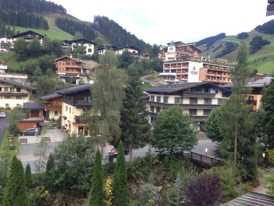 Ausblick aus unserem zimmer picture of alpen for Design hotels alpen