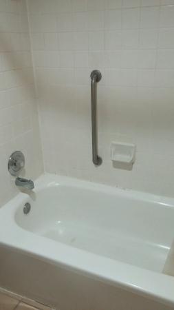 Clarion Inn & Suites: Shower