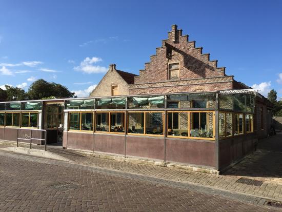 Cafe Restaurant de Groene Weide: Frontansicht von der Strasse aus.