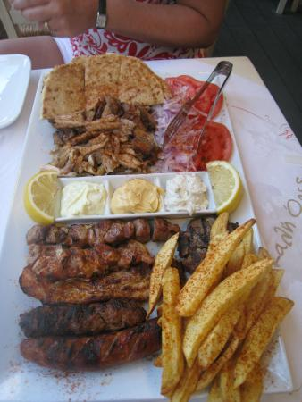 mixed grill platter for two bild fr n chill and grill kassiopi tripadvisor. Black Bedroom Furniture Sets. Home Design Ideas
