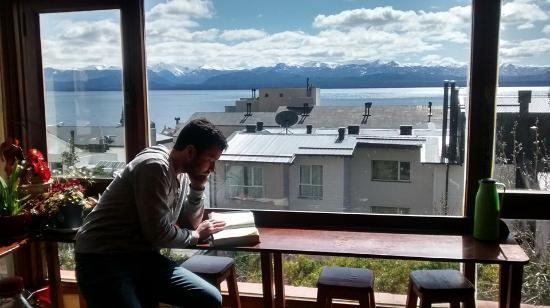 Hostel Pudu: Lectura al sol