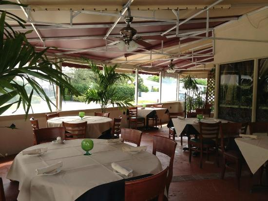 Superieur The Outdoor Patio At Di Mare Vero Beach Is Quaint And Relaxed With A  European Ambiance