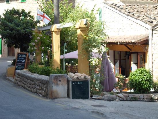 Bar Molino: Aussenansicht: Terrasse & Restaurant