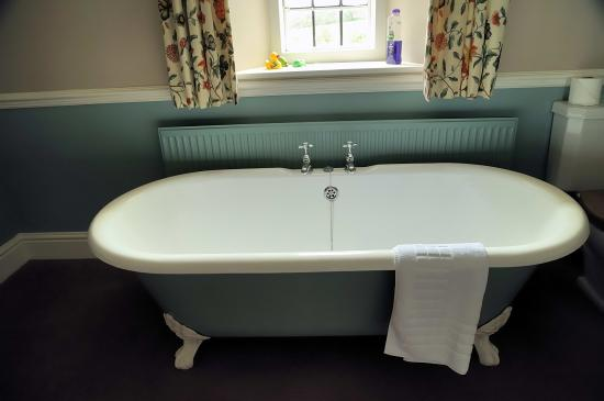Dodington, UK: Luxury bathing and a view to the Welsh coast (honest)