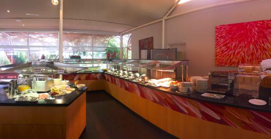 Garden Walk Dining: Full Buffet Breakfast Served At Desert Gardens Restaurant