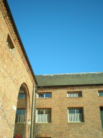 Granary Grill: Sunny Courtyard