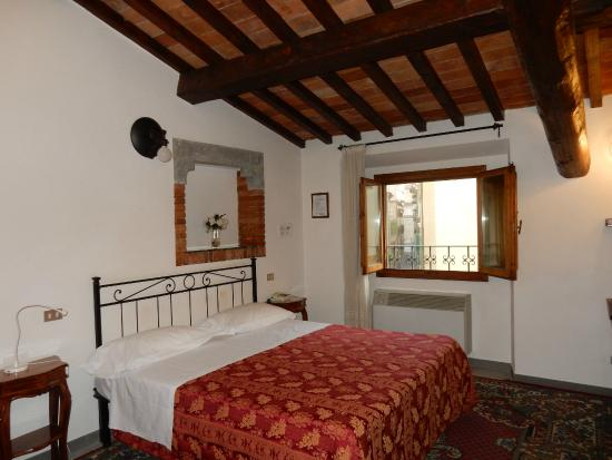 Hotel Collodi: lovely big bed!