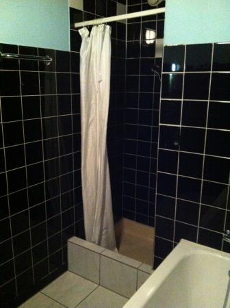 Hotel Otter: La salle d'eau : commune à tout l'étage... bonjour !