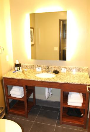 Roosevelt, UT: Extended Stay Guest Bathroom