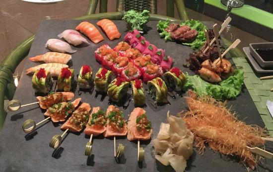 """Fusion Restaurant Jeraffe: The """"all in one"""" sushi selection"""