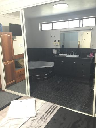 Kempsey Powerhouse Motel: Great spa room