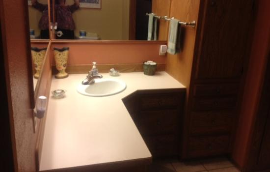 BaseCamp Cottages: Sink area with plenty of counter space